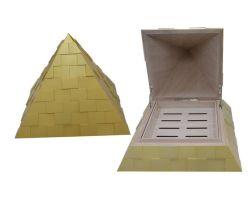 Humidor de cigarro en forma de pirámide de oro