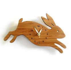 ساعة حائط خشبية مخصصة مصممة على شكل حيوانات من الخيزران