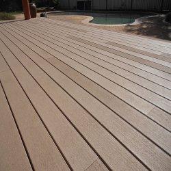 Pavimento di plastica di legno di legno del composto WPC di sauna di WPC della stanza da bagno di anti di slittamento Decking impermeabile dell'interno resistente Crack della scheda