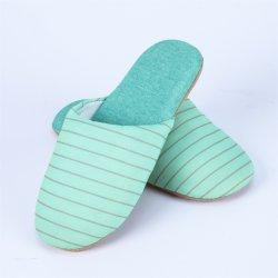 Commerce de gros confortable semelle en daim antidérapant pantoufles intérieure de peau de mouton pour les femmes