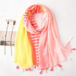 Soft Sunscreen Fashion Shawl der Sprung-Sommer-Kontrast-Farbstreifen-Drucken-Schal-Dame Strand-Troddel-Vertuschung-schicker länglicher Schal für Frauen