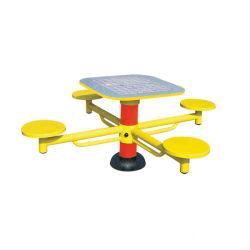 遊園地の電流を通された鋼鉄チェス表の屋外の適性