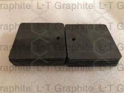 La realización de las placas de electrodos de grafito para la fijación de orificios