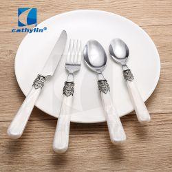 4 parti della retro annata della maniglia del cucchiaio della forcella della lama della coltelleria di plastica dell'argento impostata/posate/articoli per la tavola