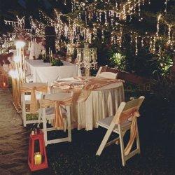 Modernos Muebles de Exterior claro de camping de lujo Tiffany Silla Wimbledon playa blanca de plástico plegable de parte de comedor de banquetes de boda silla Chiavari de picnic con la correa