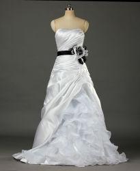 Kleding van een van de Lijn van vrouwen Strapless Bruids van de Toga van het Satijn Huwelijk voor Bruid W085