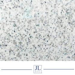 カウンタートップにかKitchentopsまたはそう舗装するか、または床を張るか、または壁のクラッディング使用する自然な石造りの太陽白い花こう岩の平板かタイルおよび