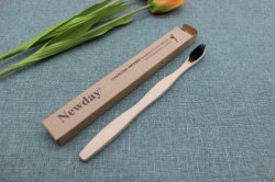 La naturaleza cepillo de dientes con el pelo de carbón de bambú