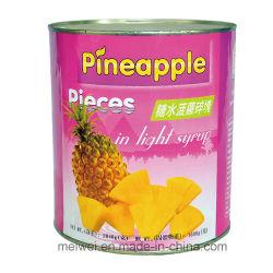 軽いシロップのフルーツによって缶詰にされるパイナップル部分