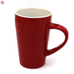 L'amour bossage intérieur blanc de glaçure de grès rouge de boire une tasse