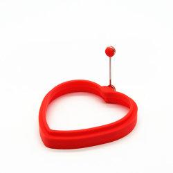 حلقة طهو بيضة من السيليكون على شكل قلب ساخنة