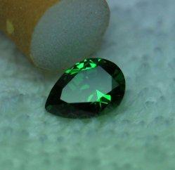大型のナシの穴の緑の立方ジルコニアのネックレスのナシの形のために適した華麗な切口の穴