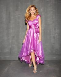 Berühmtheits-Tulle-Abend-Kleid-Schutzkappen-Hülsen-unterstützen purpurroter Abschlussball-Partei-Kleid-Vorderseite-Kurzschluss lang Tee-Längen-Hochzeit Vestidos Kleider