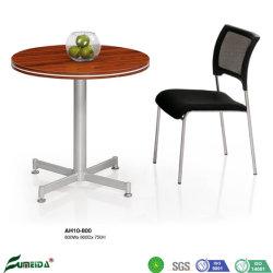 Tavolino da salotto semplice di legno rotondo della stanza di ricezione con i piedi del metallo