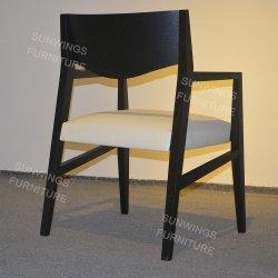北欧のレストランの木のダイニングテーブルの一定のホテルの家具の革木製の椅子の昇進項目