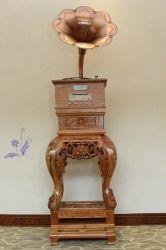 Tornamesa Vintage con el clásico Cuerno con la base de la cabina