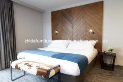 ベッドルームには木製の調度品が置かれ、 5 つ星の評価にふさわしいベッドが