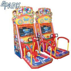 Kind-InnenSäulengang-Spiel-Maschinen-Ski-glücklicher Roller