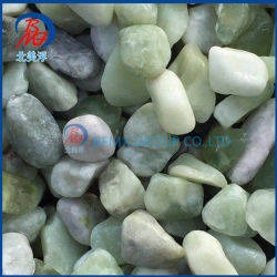性質の石造りの川の小石の製造業者を舗装する庭