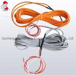 El cable eléctrico de la casa en el interior del sistema de calefacción de calor suelo radiante.