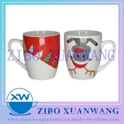 De Ceramische Mok van de Vorm van de kogel met de Mok van de Koffie van de Druk van de Kerstboom en van Herten