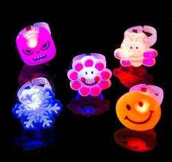Commerce de gros différentes LED clignotant l'anneau de jouets en plastique