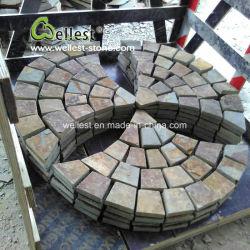 Fabbrica di pietra reale sul lastricatore rustico esterno dell'ardesia di vendite