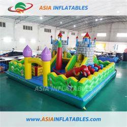 Riesiger aufblasbarer Spielplatz und aufblasbares springendes Schloss für Kinder