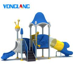 Juguete de plástico estándar TUV diapositivas parque de diversiones para niños al aire libre Piscina Playsets tobogán de agua a los niños del parque de diversiones deslizante (YL26244)