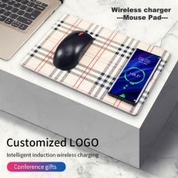 British Lattice PU Painel reta de couro Mouse pad Carregamento sem fios 5W 10W Costom Imagem de logotipo