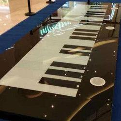 الأثاث التجارى RGB اللون البيانو الموسيقي الأرضية الموسيقية الخارجية تم تنشيط الوزن طابق رقص البيانو التفاعلي مع LED للفندق