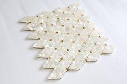 Raute-weiße Frischwassershell-Mosaik-Fliese-bestimmte Dekoration für Wand, Countertop oder Schlafzimmer