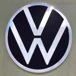 Alemán Auto emblema adhesivo acrílico LED de señalización automotriz Chrome logotipo coche