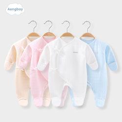 Kinder, die organische Baumwollneugeborene Baby-Kleidung kleiden
