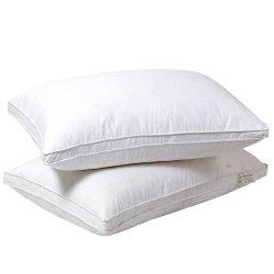 La almohada llena un 50% de edredones de pluma de ganso y un 50%