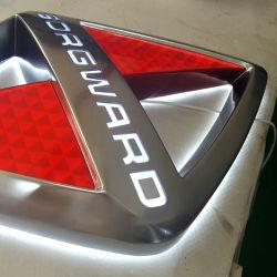 차를 위한 진공에 의하여 형성되는 아크릴 분명히된 LED 차 로고 표시