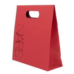 Personnalisé rouge Logo imprimé Sac en papier kraft avec poignée de découpe