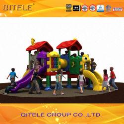 De openlucht BinnenSpeelplaats van de Kinderen van de Reeks van Kidscenter van de Speelplaats (geitje-22201, cd-07X)