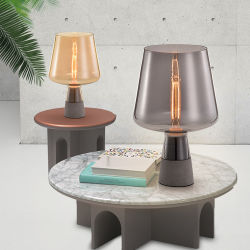 Indicatore luminoso nero classico della Tabella della lampada della base LED del cemento del ristorante per la decorazione dell'hotel