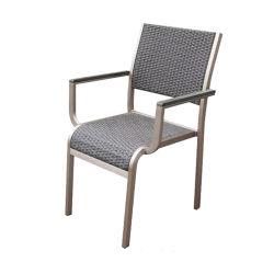 屋外の食事の一定のテラスの庭の家具の柳細工の喫茶店の腰掛けの藤のレストランビール椅子