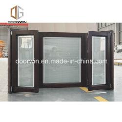 نافذة تحلية الخشب مغطاة بالألومنيوم ستائر مدمجة قابلة للإمالة متكاملة للمغلاق واستدر نافذة العميل الأفغاني