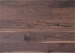 أرضية خشبية صلبة من خشب الجوز الصلب