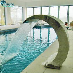 Крытый плавательный бассейн с джакузи и водопадом струей воды