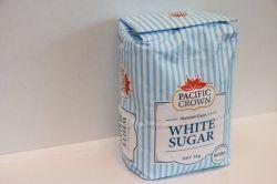 昇進のクラフト紙袋の赤い砂糖の白砂糖
