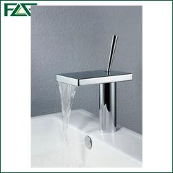 Flg con acabado cromado cascada grifo mezclador de lavabo de la cuenca del cuarto de baño