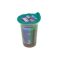 Joghurt-Plastik höhlt Folien-Kappen