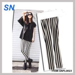 Мода молоко черного цвета черный белые вертикальные полосы была обнажена мраморная Leggings/Leggings (SNFL0023)