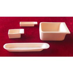 Différents modèles de tailles différentes de l'alumine creuset des conteneurs de queue de bateau en céramique