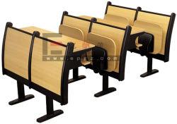 Scrittori del banco utilizzati mobilia dell'aula dell'istituto universitario da vendere la presidenza dell'allievo con il rilievo di scrittura