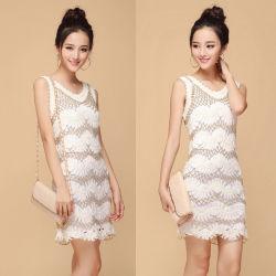金属かぎ針編みの服のセーターの綿長い様式の白